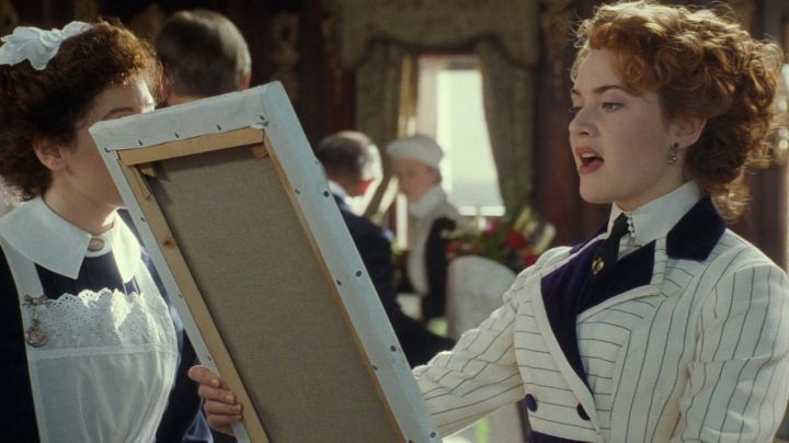 Earrings of Rose DeWitt Bukater (Kate Winslet) boarding in the movie Titanic - Movie Outfits and Products