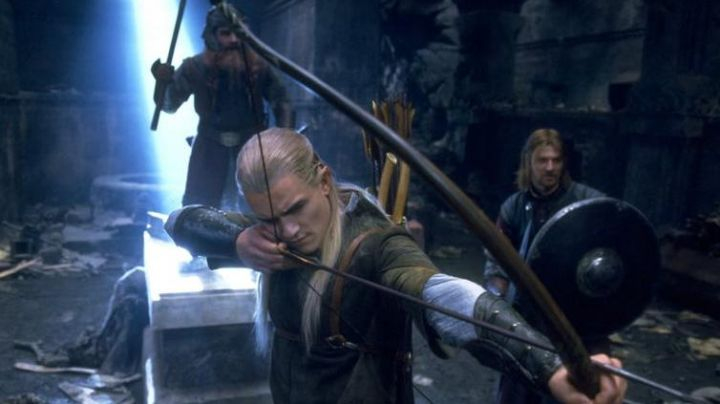 Elfic Knives of Legolas (Orlando Bloom) as seen in the Lord of the Rings: The Fellowship of The Ring - Movie Outfits and Products