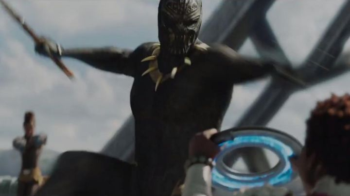 Erik Killmonger's (Michael B. Jordan) spear and blade as seen in Black Panther - Movie Outfits and Products