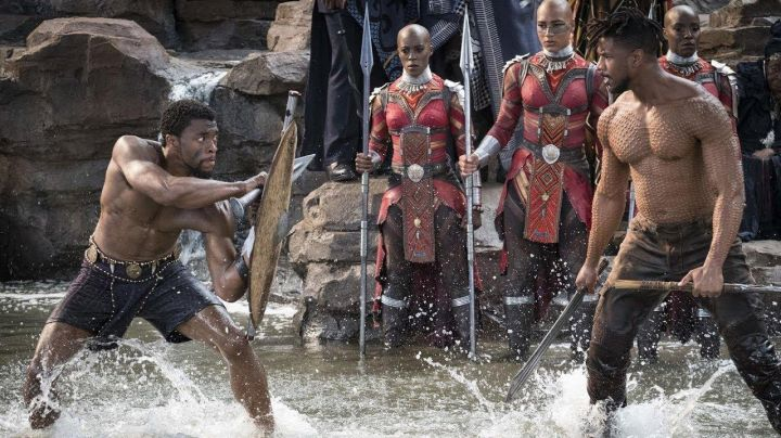 Erik Killmonger's (Michael B. Jordan) sword  in Black Panther - Movie Outfits and Products