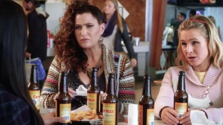 Ethical Necklace with chains worn by Carla Dunkler (Katheryn Hahn) in A Bad Moms Christmas