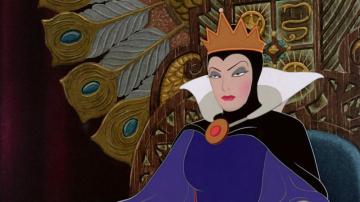 Evil Queen's costume as seen in Snow White and the Seven Dwarfs - Movie Outfits and Products