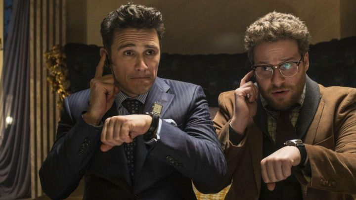 Eyeglasses Ray-Ban Clubmaster Aaron Rapaport (Seth Rogen) in The Interview that kills movie