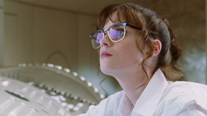 Eyeglasses Tricia McMillan (Zooey Deschanel) in H2G2 : The hitchhiker's Guide to the galaxy - Movie Outfits and Products