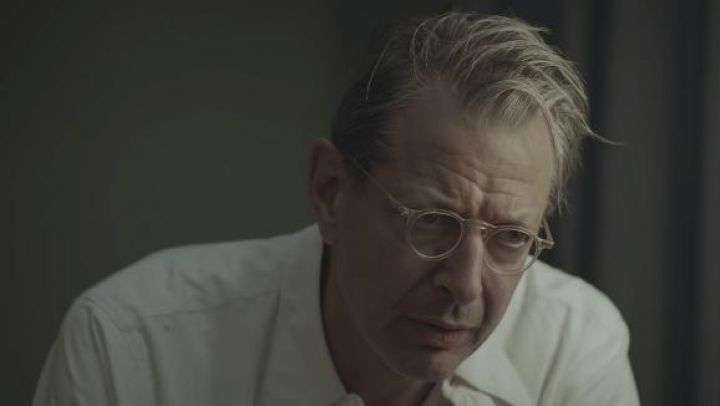 Eyeglasses worn by Dr. Wallace Fiennes (Jeff Goldblum) as seen in The Mountain Movie