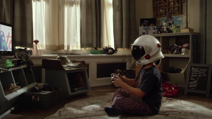 Falcon Millenium Carpet in the Bedroom of Auggie Pullman (Jacob Tremblay) as seen in Wonder - Movie Outfits and Products