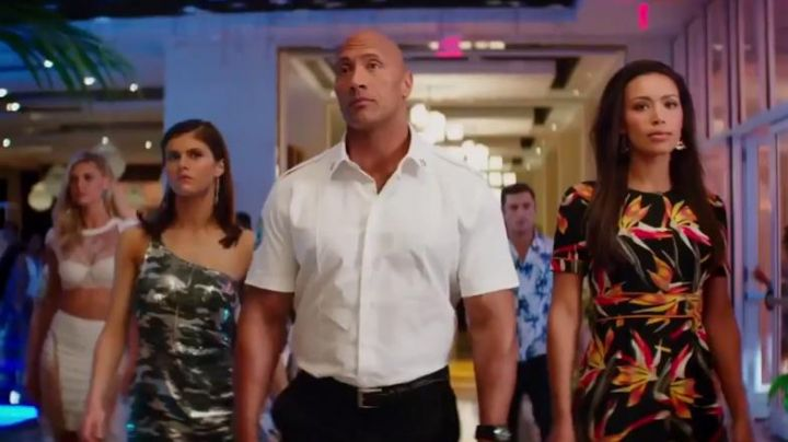 Fendi Bird Of Paradise printed silk-cady mini dress worn by Stephanie Holden (Ilfenesh Hadera) as seen in Baywatch