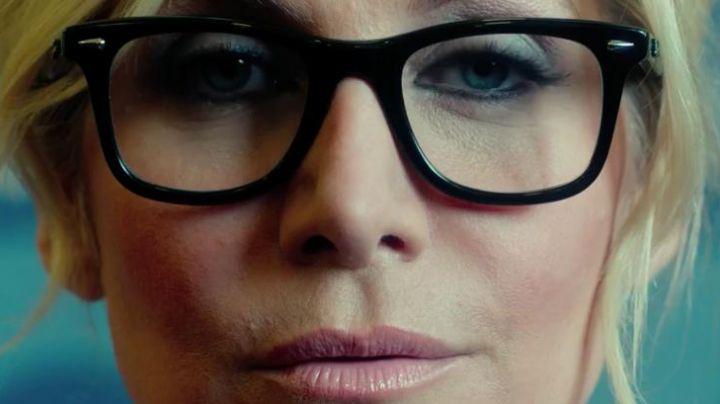 Fashion Trends 2021: Glasses Ray Ban Elizabeth Mitchell in American Nightmare 3