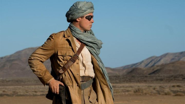 Glasses goggles style sherpa Max Vatan (Brad Pitt) in Allies - Movie Outfits and Products