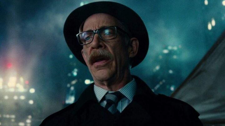 Fashion Trends 2021: Glasses of view of James Gordon (J. K. Simmons) in the Justice League