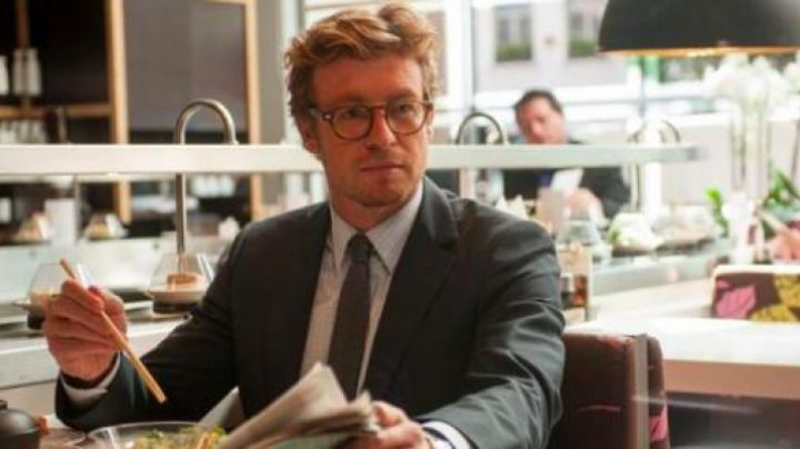 Glasses of view of simon Baker in Marriage to the English - Movie Outfits and Products