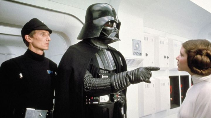 Gloves of Darth Vader in Star Wars IV : A new hope - Movie Outfits and Products