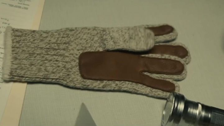 Gloves wool and leather Ted Bundy (Zac Efron) is in Extremely Wicked