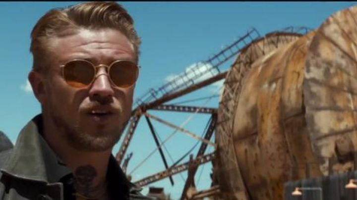 Golden Sunglasses of Boyd Holbrook in Logan movie