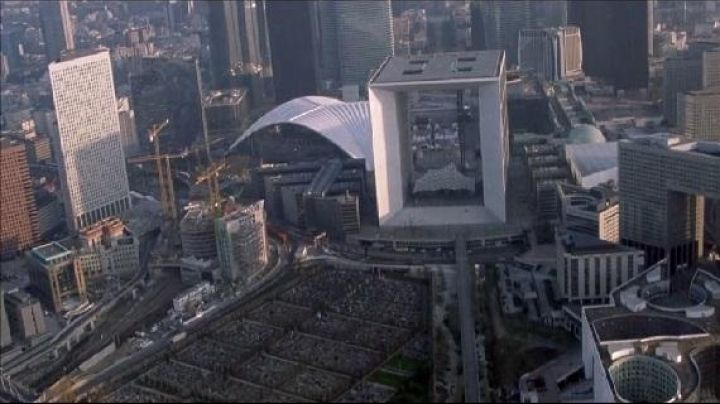 Grande Arche de la Defense in Puteaux in The memory in the skin - Movie Outfits and Products