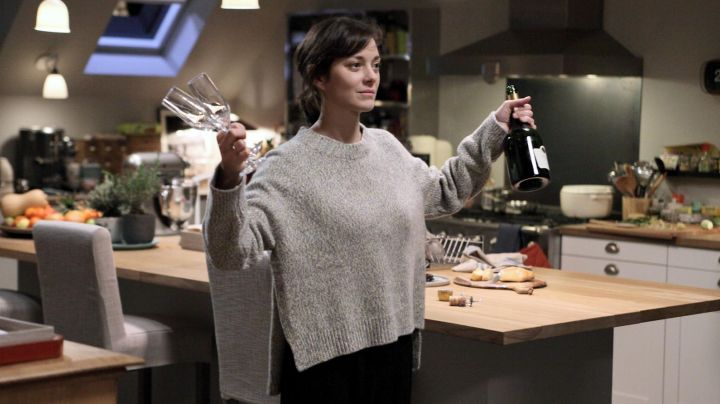Fashion Trends 2021: Gray sweater Marion Cotillard in a Rock ' n Roll