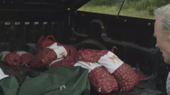 Green cargo duffle bag used by Earl Stone (Clint Eastwood) as seen in The Mule Movie