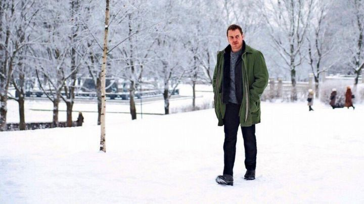 Green coat worn by Detective Harry Hole (Michael Fassbender) as seen in The Snowman