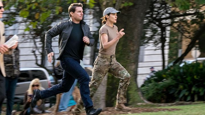 Grey Jacket worn by Jack Reacher (Tom Cruise) as seen in Jack Reacher: Never Go Back - Movie Outfits and Products