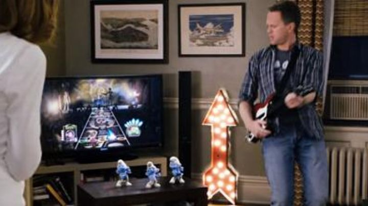 Guitar Hero of patrick Winslow (Neil Patrick Harris) in The smurfs - Movie Outfits and Products