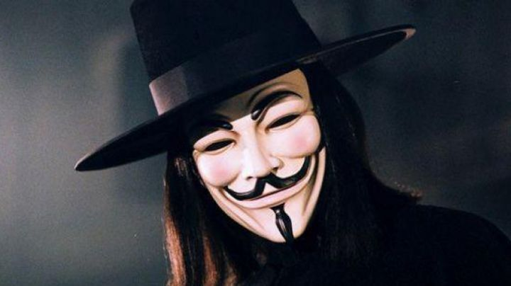 Guy Fawkes Mask worn by V / William Rockwood (Hugo Weaving) in V For Vendetta - Movie Outfits and Products