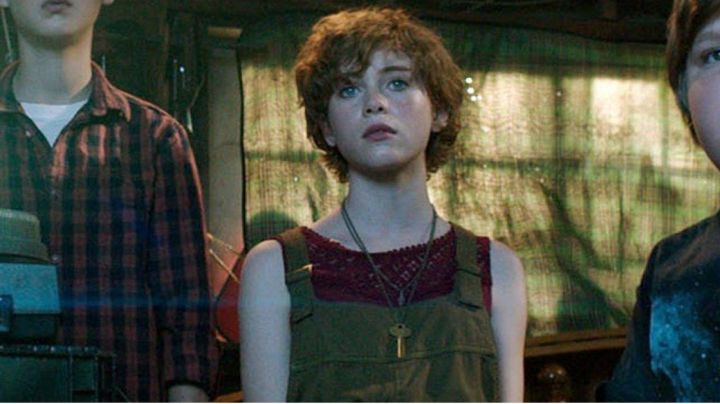 H & M Red Top Under Overalls worn by Beverly Marsh (Sophia Lilis) as seen in It the movie - Movie Outfits and Products