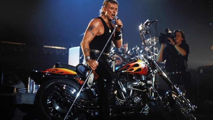 Harley-Davidson 1340 Softail Johnny Hallyday during his concert at Bercy in 1992 - Movie Outfits and Products
