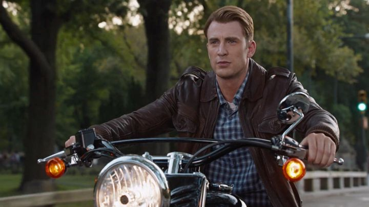 Harley-Davidson Softail Slim Chris Evans in The Avengers - Movie Outfits and Products