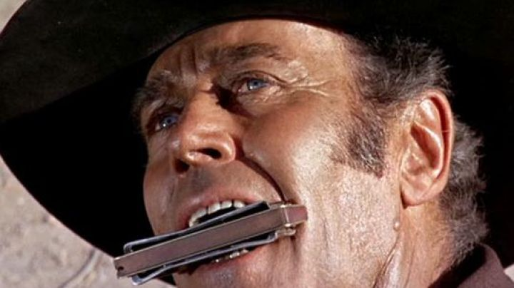 Harmonica Frank (Henry Fonda) in once upon a time in the West - Movie Outfits and Products