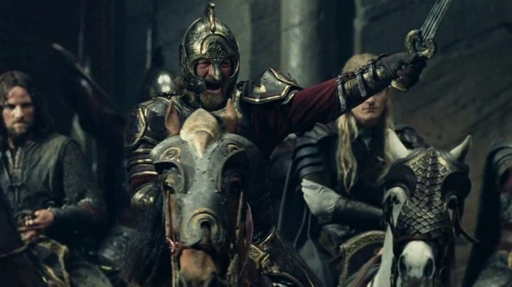 Herugrim sword of Theoden (Bernard Hill) as seen in the Lord the Rings: The Two Towers - Movie Outfits and Products