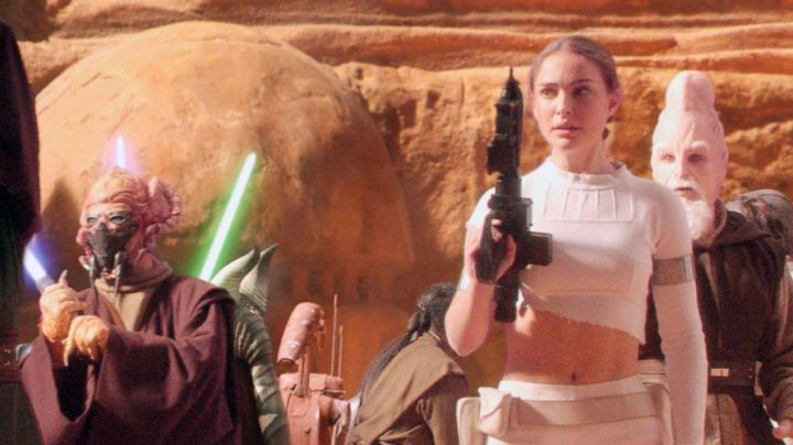 Fashion Trends 2021: Holding white of Padmé Amidala (Natalie Portman) in Star Wars II : attack of The clones
