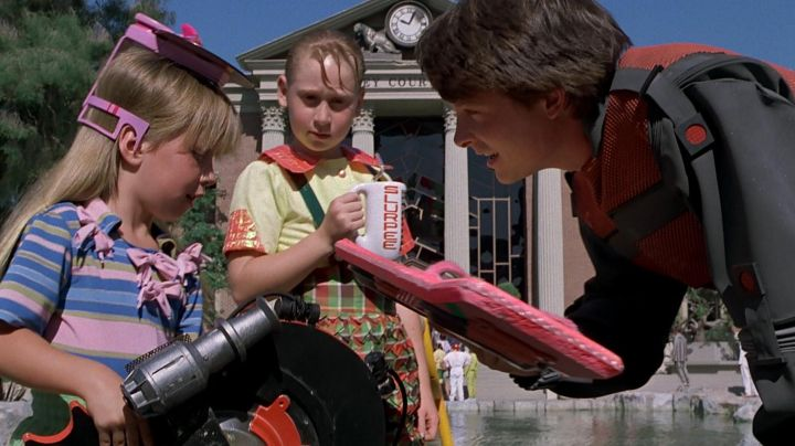 Hover Board reproduction of Marty McFly (Michael J. Fox) as seen on Back To The Future II - Movie Outfits and Products
