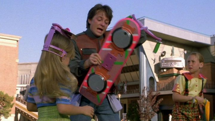 Hoverboard (HUVr project) used by Marty McFly (Michael J. Fox) in Back To The Future Part II - Movie Outfits and Products