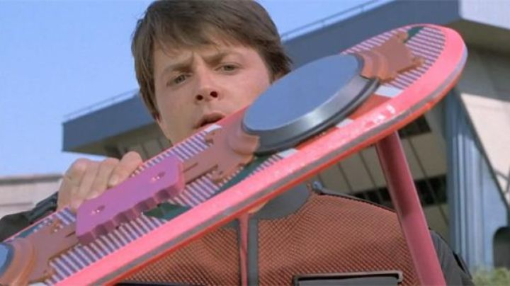 Hoverboard (Haltek Industries project) of Marty McFly in Back To The Future II - Movie Outfits and Products