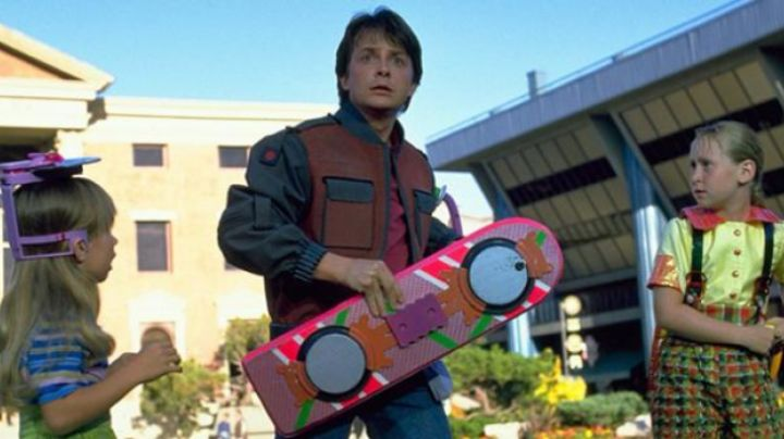 Hoverboard (Hendo project) used by Marty McFly (Michael J. Fox) in Back To The Future Part II - Movie Outfits and Products
