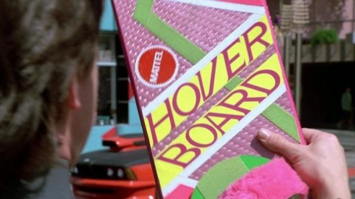 Hoverboard (Mattel Model) of Marty McFly (Michael J. Fox) in Back To The Future Part II - Movie Outfits and Products
