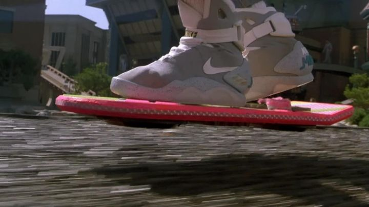 Hoverboard Mattel as seen on Back to The Future Part II - Movie Outfits and Products