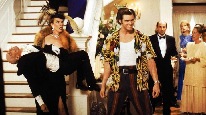 In the guise of Ace Ventura (Jim Carrey) in Ace Ventura, detective for dogs and cats - Movie Outfits and Products