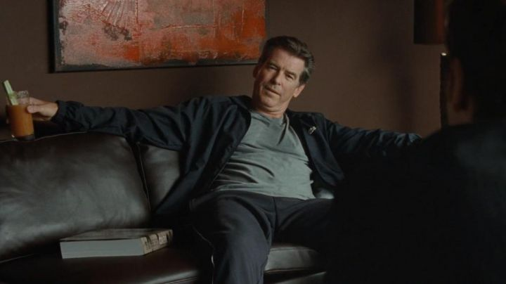 Jacket windbreaker Lacoste of Adam Lang (Pierce Brosman) in The Ghost Writer - Movie Outfits and Products