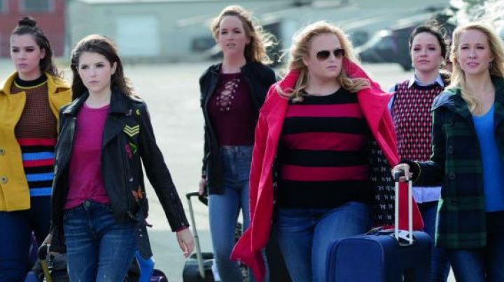 Jessica's (Kelley Jakle) red wine lace-up cropped Sweater as seen in Pitch Perfect 3 Movie