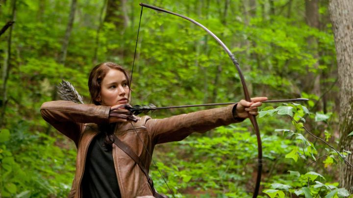 Katniss Everdeen (Jennifer Lawrence) Bow in Hunger Games movie