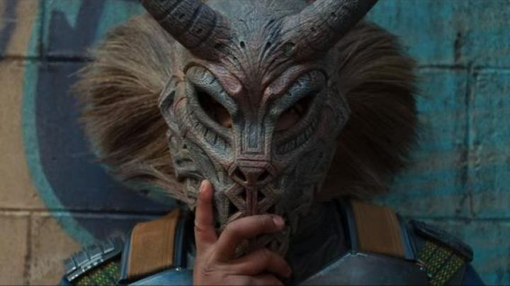 Killmonger's (Michael B. Jordan) tribal mask with horns as seen in Black Panther - Movie Outfits and Products