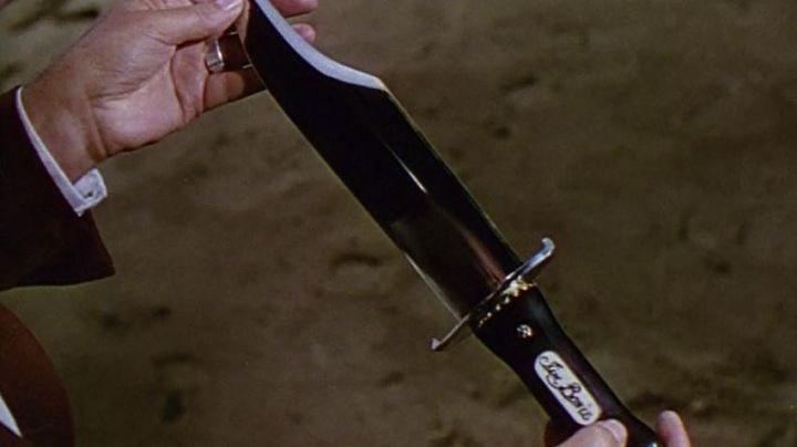 Knife of Colonel James Bowie (Richard Widmark) as seen in The Alamo - Movie Outfits and Products