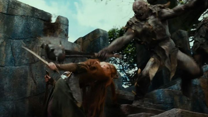 Knives of Tauriel (Evangeline Lilly) in The Hobbit: The Desolation of Smaug Movie