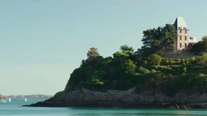 L' Hotel Des Abers in Saint-Malo in brats 2017 - Movie Outfits and Products