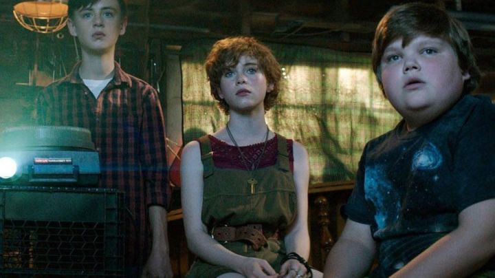 Leather Belt worn by Beverly Marsh (Sophia Lillis) as seen in It the movie - Movie Outfits and Products