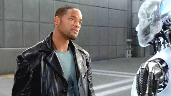 Leather Coat worn by Del Spooner (Will Smith) as seen in I, Robot - Movie Outfits and Products