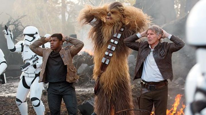Leather Jacket worn by Han Solo (Harrison Ford) in Star Wars VII: The Force Awakens - Movie Outfits and Products