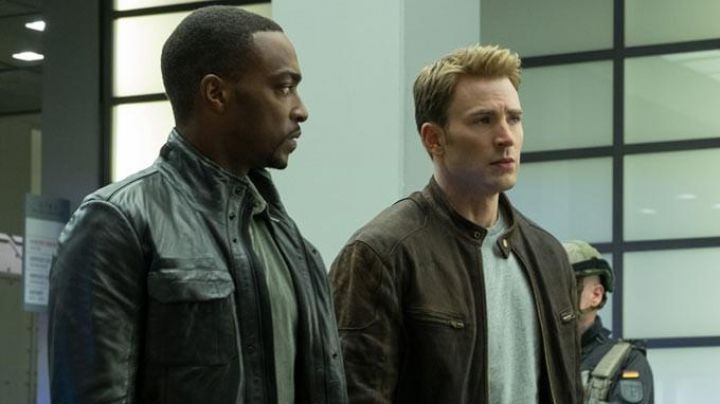 Fashion Trends 2021: Leather Jacket worn by Steve Rogers (Chris Evans) as seen in Captain America: Civil War