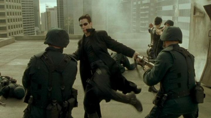 Leather Long Trench Coat worn by Neo (Keanu Reeves) as seen in The Matrix - Movie Outfits and Products